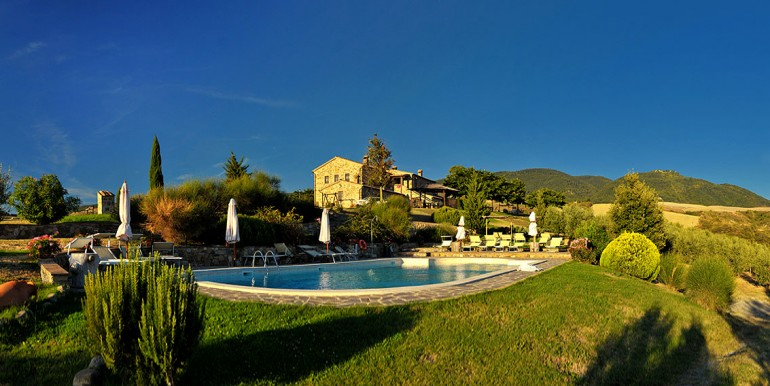 tuscan-villa-with-pool